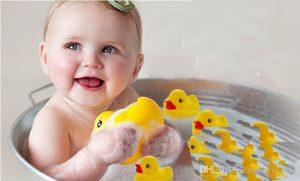 Sekiranya anda merancang untuk mandikan bayi anda di dalam sink atau tab mandi keluarga. Jangan letakkan anak anda ke dalam air, sementara air masih berjalan.