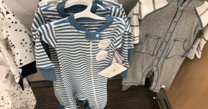 Diantara pemakanan, salin baju, sendawa, dan menenangkan, perkara terakhir yang mungkin membimbangkan ialah pakaian bayi yang menggunakan terlalu banyak usaha dan tenaga atau gosok bayi anda dengan cara yang salah.